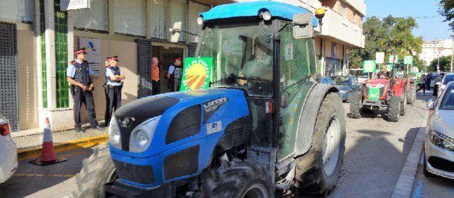 Tractorada demanant més democràcia