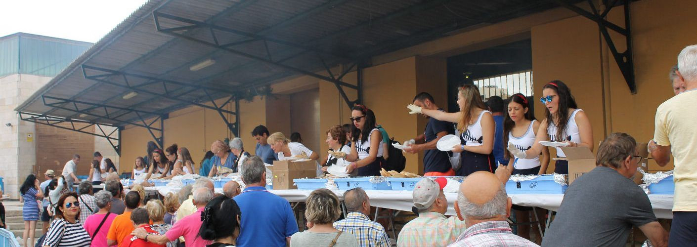 400 kilos de sardinada, ayudando a la asociación contra el càncer