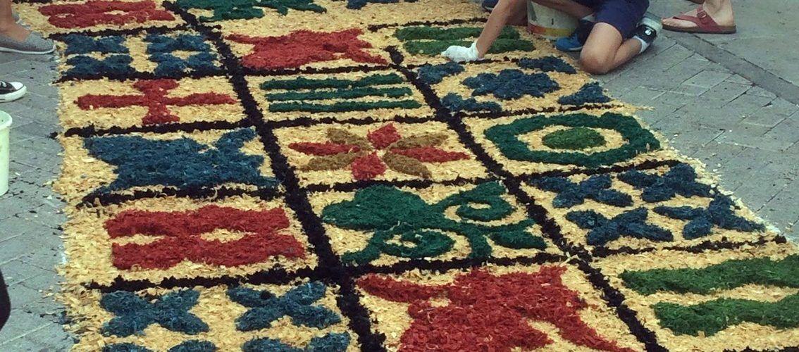 Els carrers de la Sénia, catifes de colors