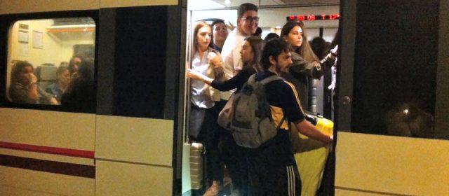 """Alcaldes y portavoces del PSPV denuncian """"trato vejatorio"""" de Renfe a usuarios del regional a Valencia"""