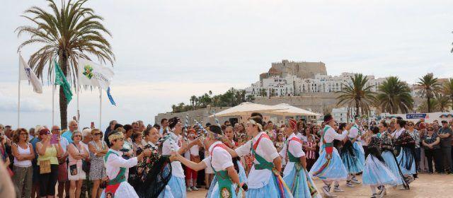 Peñíscola festeja el día de los 'pueblos bonitos' con danzas tradicionales y degustación