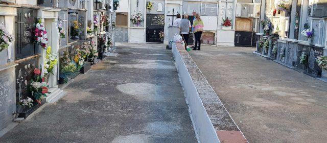 Per Tots Sants, visita al cementeri