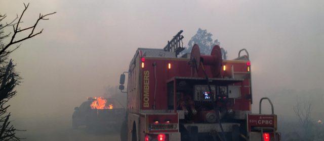 Los bomberos del Consorcio de la Diputación atenúan el incendio de Culla