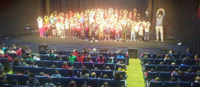 Els escolars canten nadales a l'Orfeó d'Ulldecona