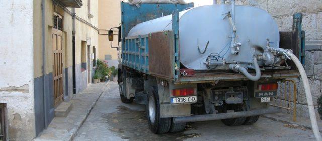 Quatre mesos amb cubes d'aigua en Ares