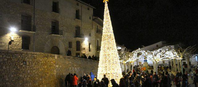 Morella enceta l'enllumenat de Nadal amb un sopar popular
