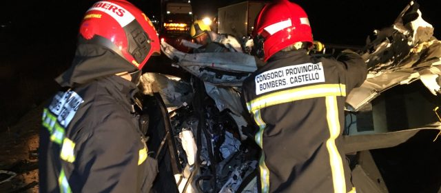 Dos fallecidos y tres heridos en un accidente en la N-340, en Vinaròs