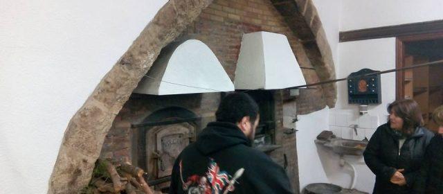 Forcall encén el forn més antic d'Europa per a Sant Antoni