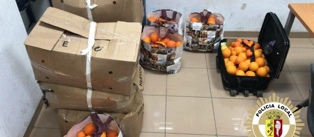 Immobilitzada furgoneta carregada de taronges i material divers