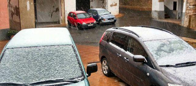 """La neu """"baixa"""" fins a Canet lo Roig"""