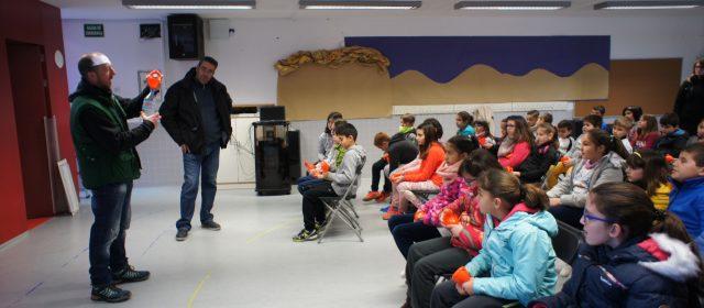 Noves xerrades escolars sobre reciclatge d'oli domèstic