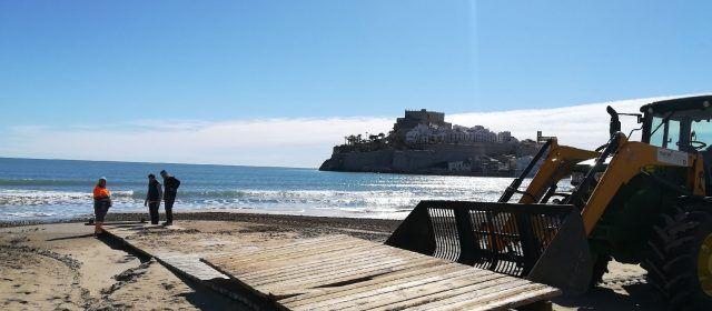 Peñíscola prepara sus playas para la Semana Santa