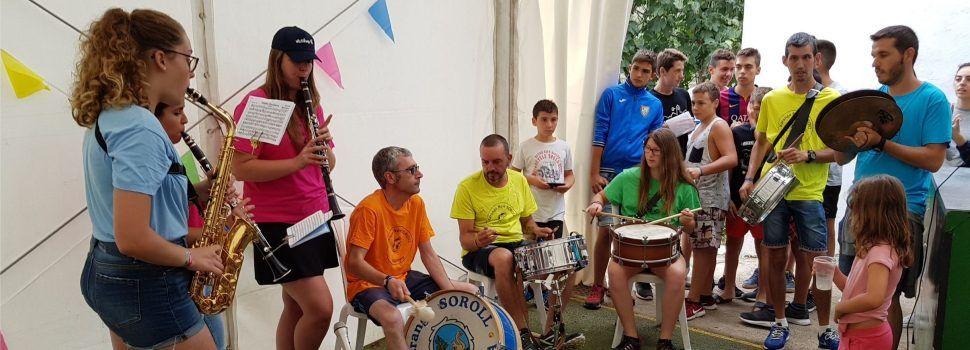 Integrants vinarossencs en la nova xaranga de Vallibona