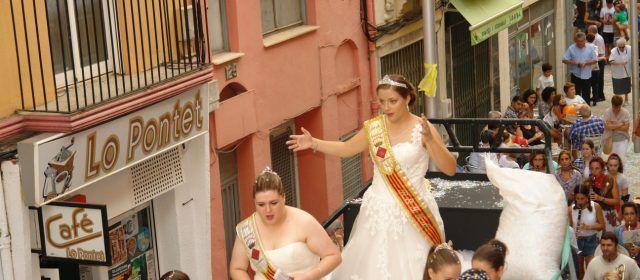 Desfilada de carrosses a Ulldecona acabant les festes