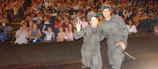 """""""Adéu, Peter Pan"""" ompli el Teatre Orfeó Montsià d'Ulldecona"""