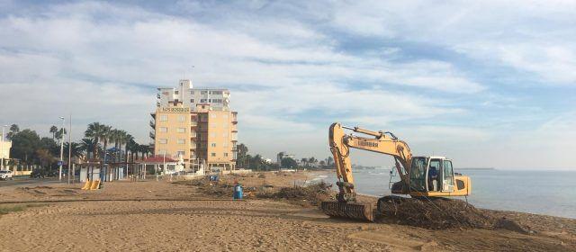 L'Ajuntament de Benicarló neteja les platges de la Caracola i el Morrongo
