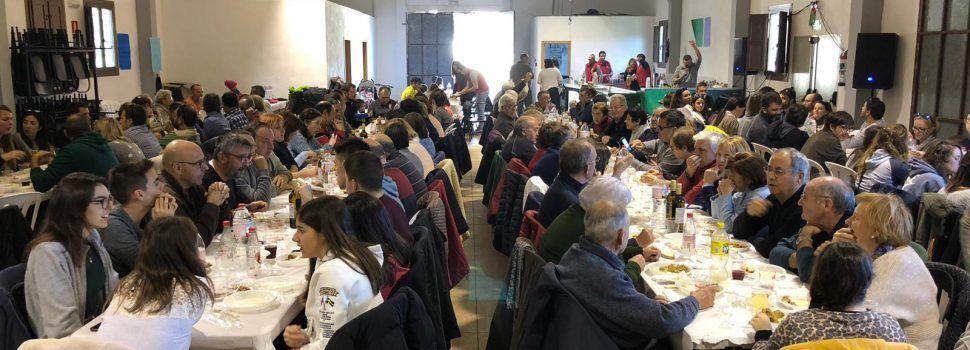 """Pavelló ple a Vallibona per al dinar i el """"tardeo"""""""