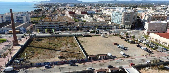 Vinaròs prepara los nuevos terrenos para la gala de reinas del carnaval