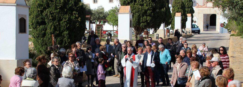 """Vía Crucis al aroma del """"romeret"""" y """"timonet"""" de la ermita de Vinaròs"""
