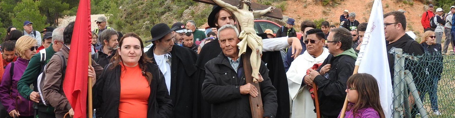 Más de 700 personas recorrieron a pie los 27 kilómetros que separan Vallibona de Pena-roja, rememorando la ancestral leyenda
