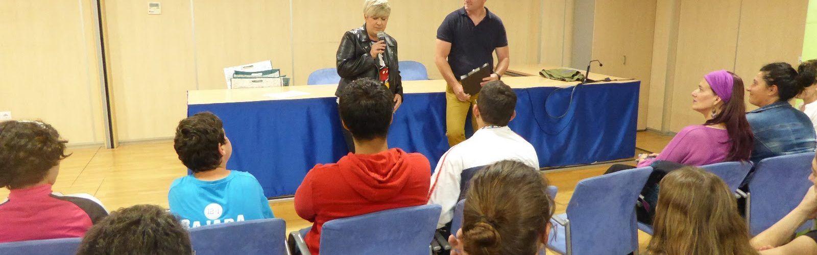 L'associació Vinacae fa entrega dels premis del primer concurs de redacció contra el bullying