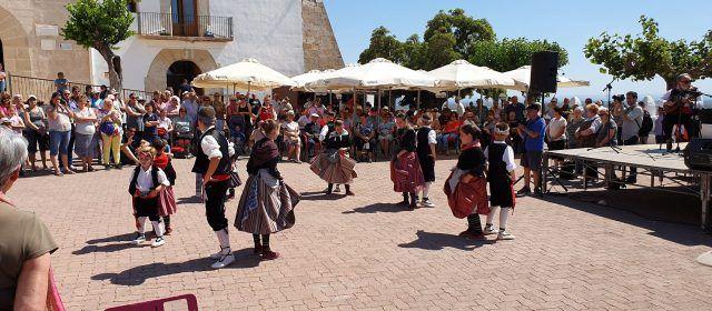 Les Camaraes ballen per a la patrona