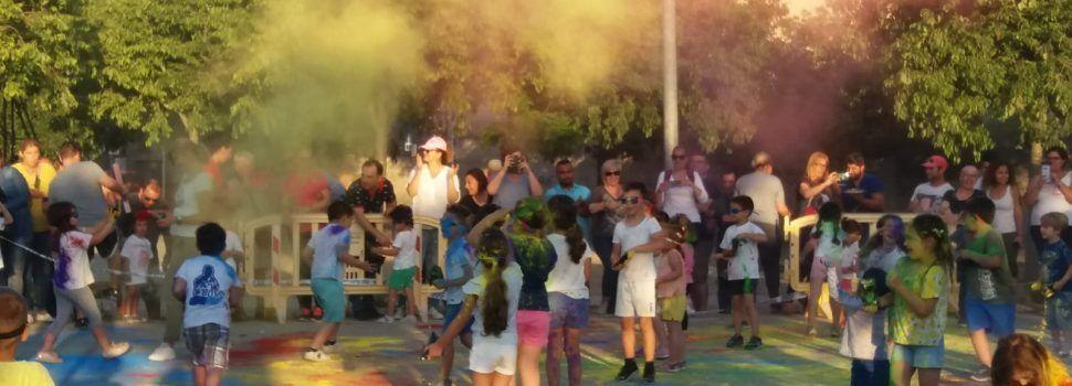 1ª fiesta Holi en el AFA del CEIP Mare de Déu de l'Assumpció