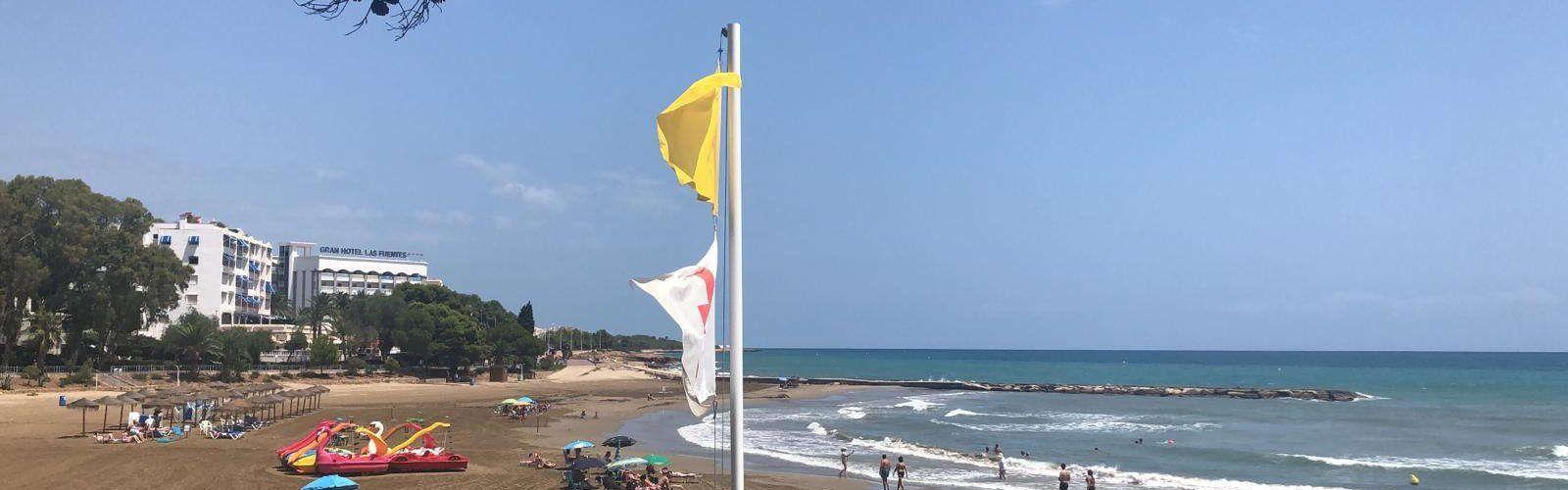 La platja de Les Fonts d'Alcossebre s'obri al bany, rere solucionar la seua contaminació