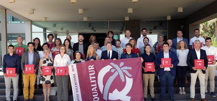 Ximo Puig entrega  las banderas Qualitur a las playas de Alcalá de Xivert, Peñscola, Torreblanca y Vinaròs