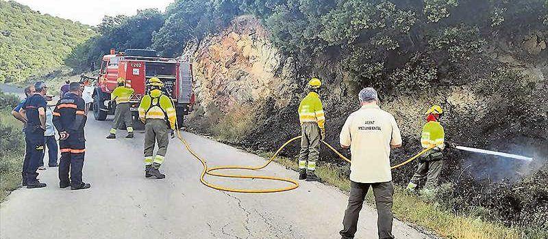 Investigan los motivos de  dos incendios forestales en Els Ports
