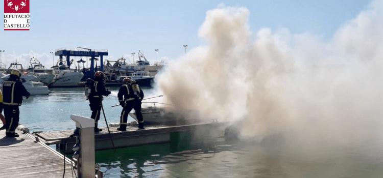 Seis heridos al incendiarse una barca en el puerto de Benicarló