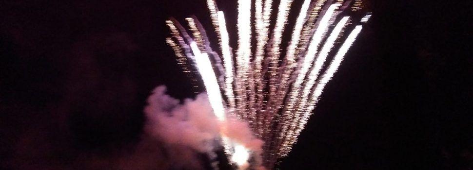 Focs artificials a les Cases d'Alcanar per tancar les festes