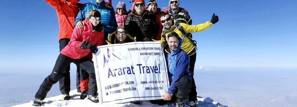 Dos alpinistas de Vinaròs y Xert coronan la cima del Monte Ararat