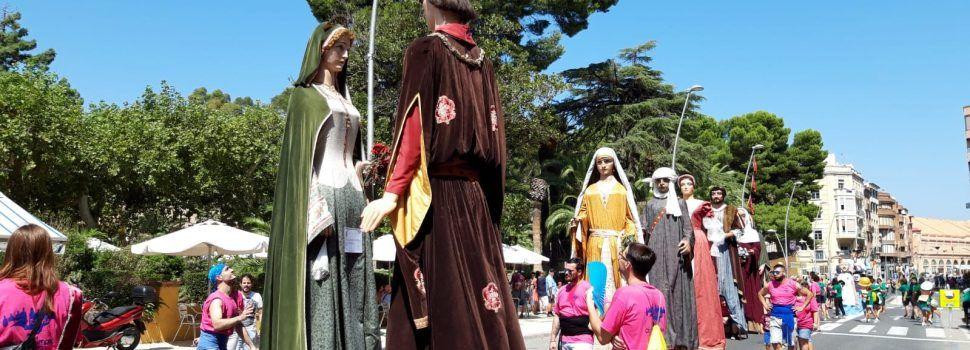 Catorze colles en la trobada de gegants i capsgrossos de Tortosa