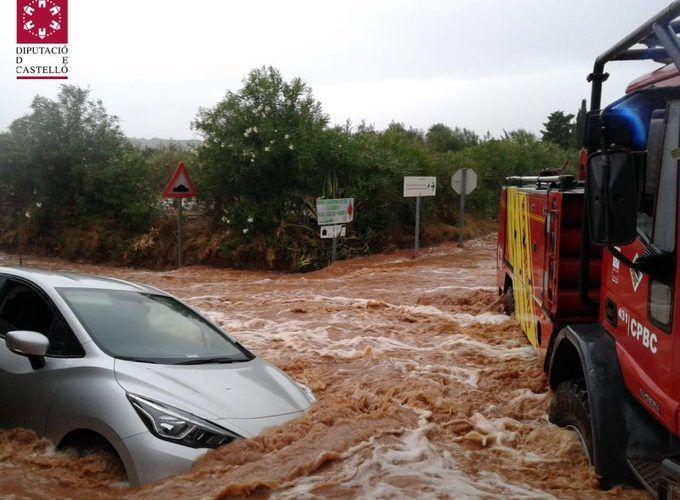 Rescate de personas atrapadas en vehículos y una embarcación por las lluvias en Peñíscola y Benicarló