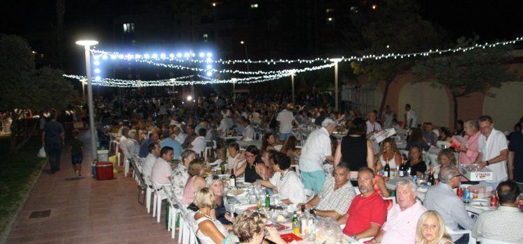 300 kilos de langostinos para el millar y medio de asistentes a la fiesta gastronómica del verano en Vinaròs