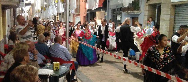 Quasi tres-centes parelles en el ball de mantons d'Ulldecona