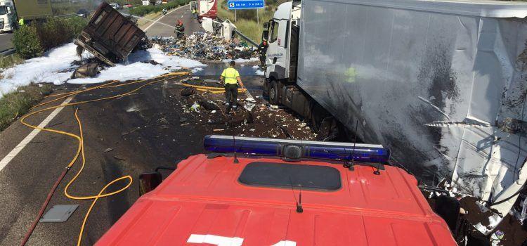 Un fallecido en un accidente en Alcalà con cinco vehículos implicados