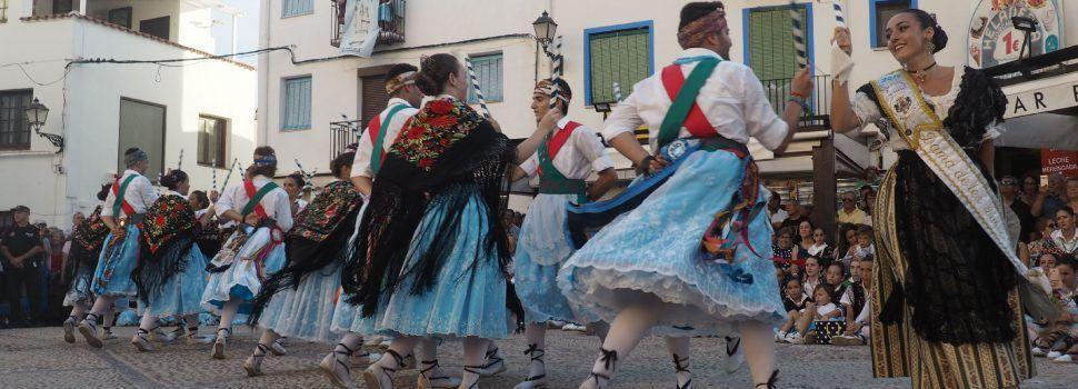 Les danses honran a la patrona de Peñíscola