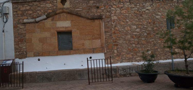 Albocàsser pinta amb calç els abeuradors públics