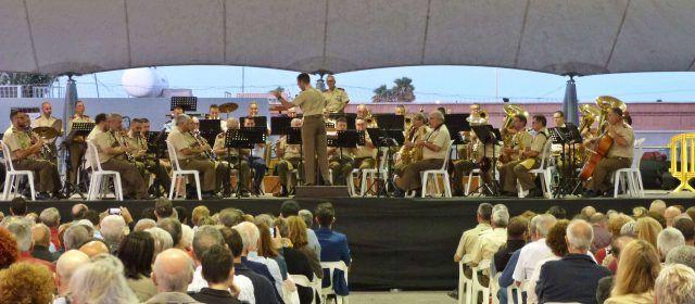 Concierto conjunto de la banda de Vinaròs y una banda militar