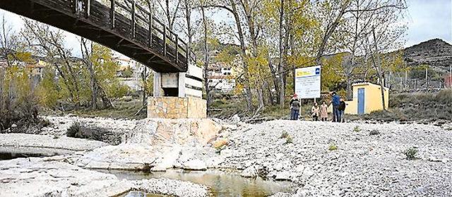 Los alcaldes critican a la CHE por su lentitud en limpiar el Bergantes y ésta se escuda en la burocracia