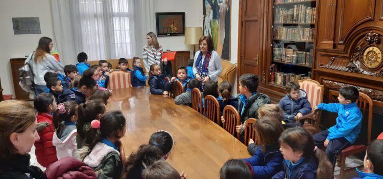 Visita dels alumnes del CEIP Àngel Esteban a l'Ajuntament de Benicarló