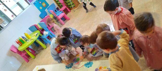 El Centre infantil Les Joguinesde Vinaròs celebra el dia mundial de la Infancia
