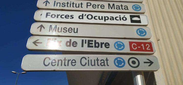 """Canvien el rètol viari de la Guàrdia Civil a Amposta: """"Forces d'ocupació"""""""