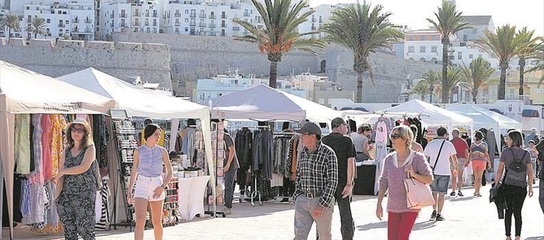 26 comercios de Peñíscola vendieron sus productos en la calle