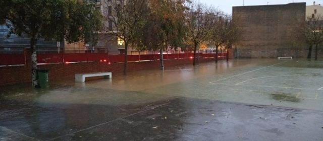 La forta pluja causa problemes a Vinaròs