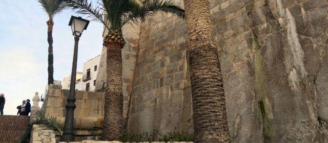 Peníscola identifica una fuita d'aigua als voltants de la murada, en una escomesa mal anul·lada fa més de trenta anys