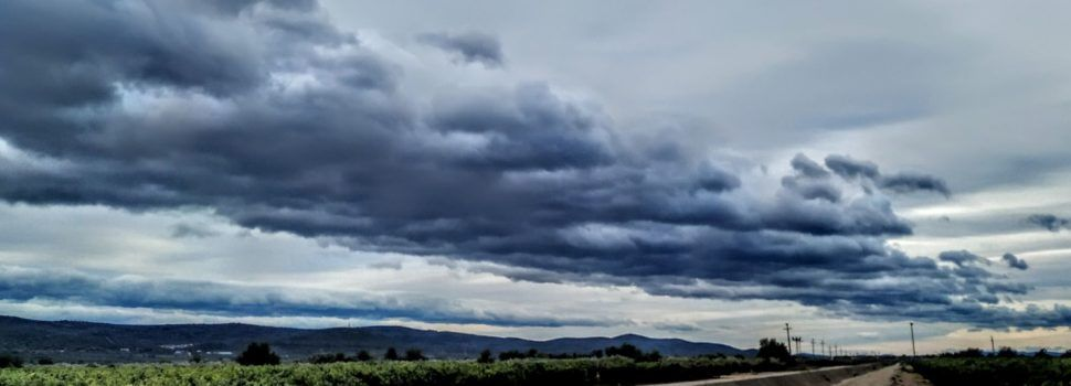 Núvols de vent a la plana de la Galera