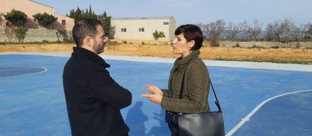 Ximo Huguet visita la pista esportiva construïda a Canet lo Roig amb càrrec al Pla 135